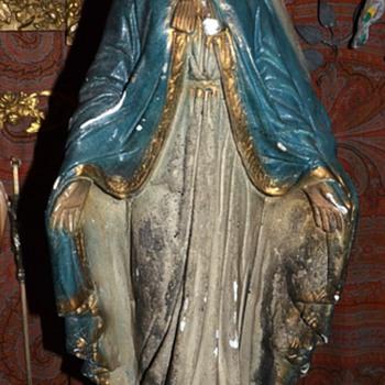 La Virgen - very old plaster statue