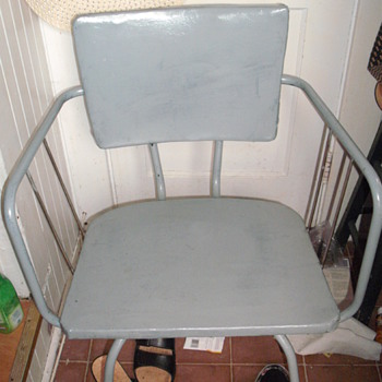 heavy vinyl metal or steel chair