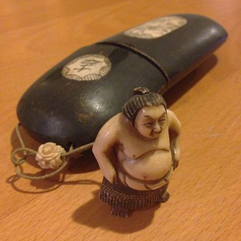 A nice Japanese paint brush box with ivory man