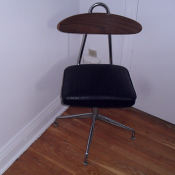 1960 or 1970 swivel chair.