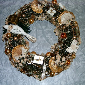 Vintage Christmas wreath most likely 1950's (Jewels Made me ) ~ :-) - Christmas