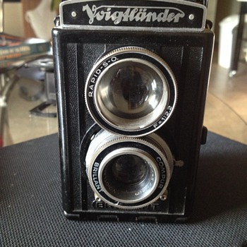 Black Retro Voigtlander Brillant S ( Focusing )  Twin Lens Reflex camera