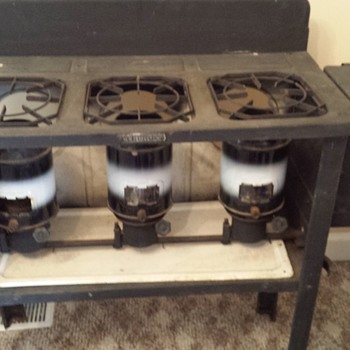 ca, 1932/33 New Perfection coal oil stove - Kitchen