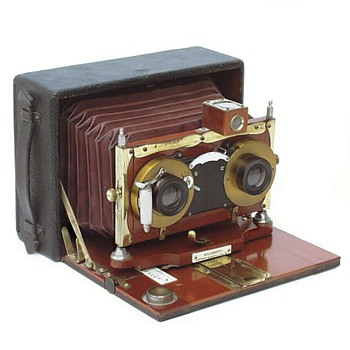 Celebrating Folding Stereo Cameras  the Anthony Stereo Solograph