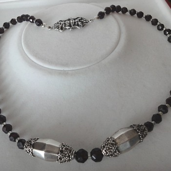 Antique garnet silver bead necklace with silver clasp - Victorian Era