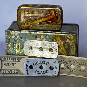 Gillette double ring tin and very first blades 1903 - Accessories