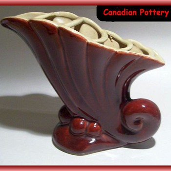 BEAUCEWARE Pottery Vase (with Sectional Frog) CANADIAN