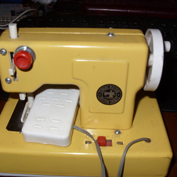 mini sewing machine  - Sewing