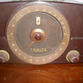Zenith Bakelite Tube FM radio