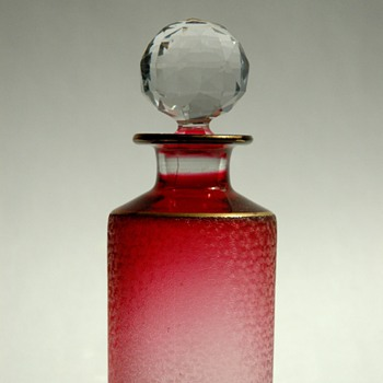 french victorian SAINT LOUIS cristal perfume bottle in  ruby colour.