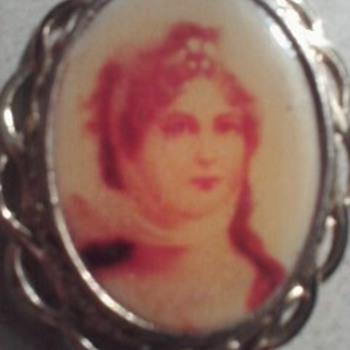 Women picture in brooch - Fine Jewelry