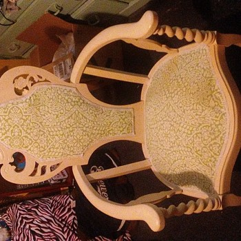 Any clue on age? Or what kind of chair - Victorian Era