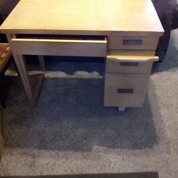 Mid-Century Modern Desk...Can you tell me the maker of this desk?