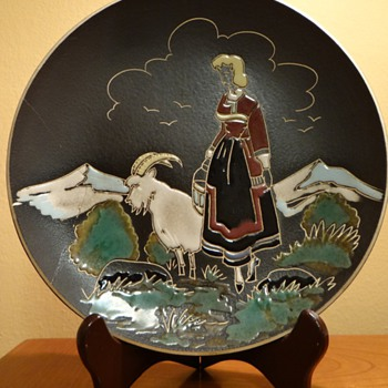 NORWEGIAN GIRL & GOAT ENAMEL DESIGN PLATE HALDEN NORWAY  C. 1940S