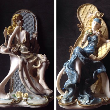 2 Lovely Ladies - Figurines