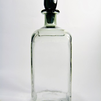 UNKNOWN AMERICAN GLASS DECANTER - Art Glass