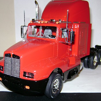 Kenworth T600 Semi Truck - Model Cars
