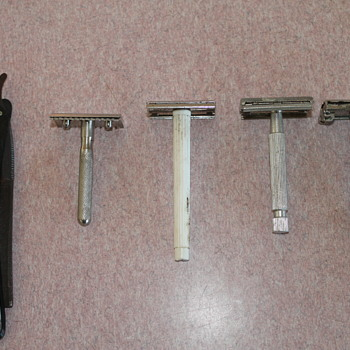 Can anyone identify these razors - Accessories