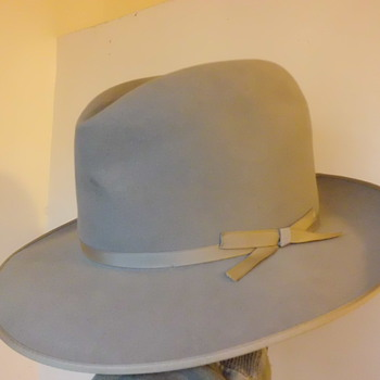 silver colored stetson stratoliner vintage felt hat - Hats