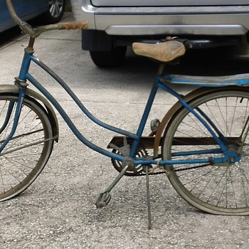 Ladies Vintage Hawthorn Bike made for Montegomery Ward Stores.
