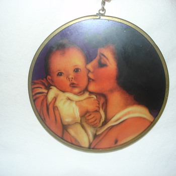 MOTHER AND CHILD HANGING DECORATIVE GLASS