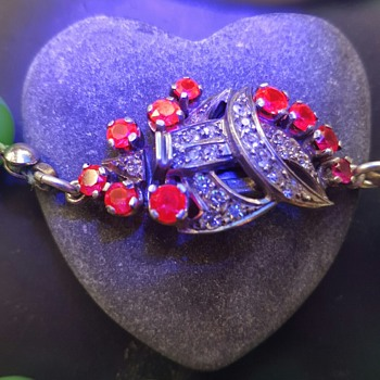 Rubies under black/UV light. - Fine Jewelry