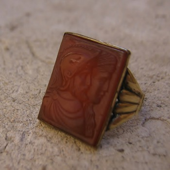 Roman soldier and wife intaglio carnelian ring