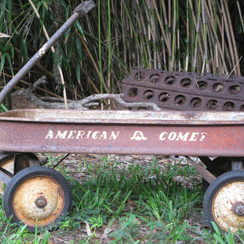 American Comet vs Radio Flyer Pull Wagon - Sporting Goods