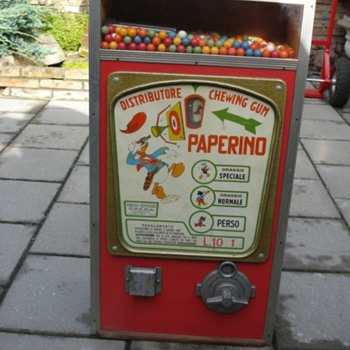 chewingball machine from the fifties donald duck - Coin Operated