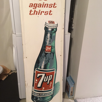 Vertical 7-Up Sign
