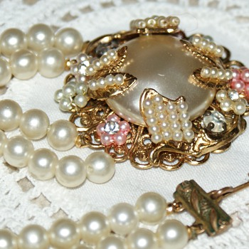 I love to wear this one - Costume Jewelry