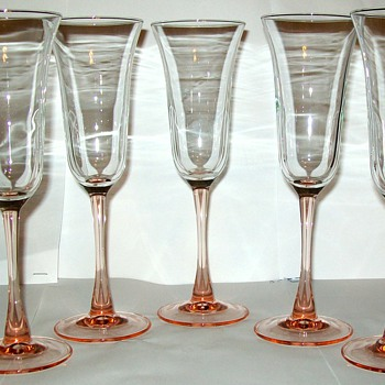 STEMWARE WINE GLASS  DELICATE AND BEAUTIFUL - Glassware
