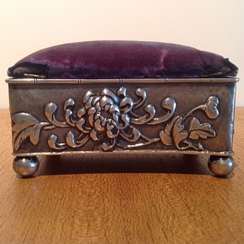 S/S PIN CUSHION TRINKET BOX - HUNG CHONG - Silver