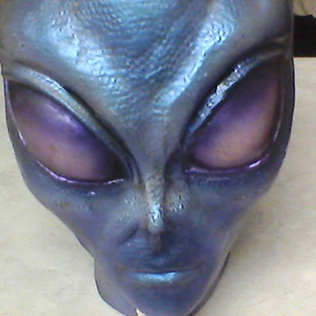 BLUE ALIEN POTTERY HEAD