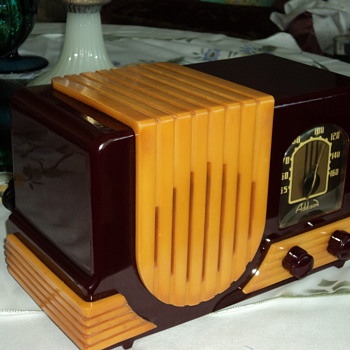 A very collectable catlin radio - Radios