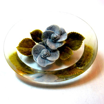 Lucite Oval Flower Brooch - Costume Jewelry