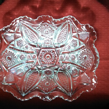 INDIANA PANELED DAISY & FINE CUT EAPG rectangular bowl