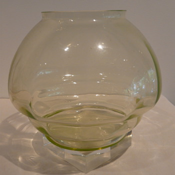 MSTERY DUTCH (?) URANIUM - Art Glass