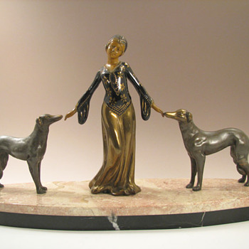 Art Deco Enameled Bronze Figurine - Odelisk and Hounds - Art Deco