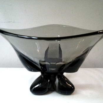 "Viking Glass Company /""Charcoal"" Three Foil Flared Bowl #1209 ""Epic"" Line / Circa 1956 - Art Glass"