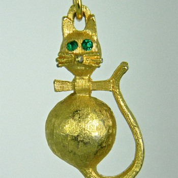 Cute Cat Charm, Marked - Costume Jewelry