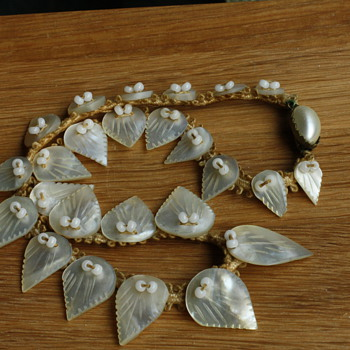 Mother of pearl leaf necklace - Costume Jewelry