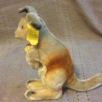 Steiff Kangaroo, Standing 4314,00 - Dolls