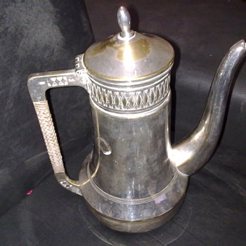 VINTAGE SILVER PLATED TEA/COFFEE POT