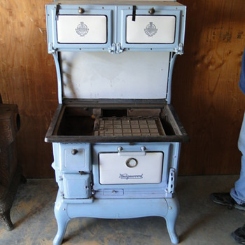 Wedgewood wood cook stove - Kitchen