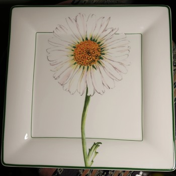 New[?] Villeroy & Boch Square Plate with a Daisy - China and Dinnerware