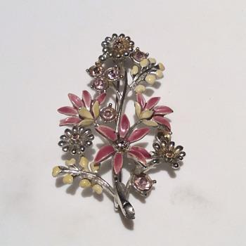 Antique looking brooch