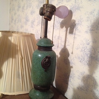 Ceramic electric lamp with metal snakes