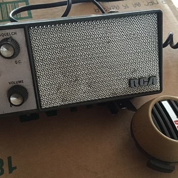 What MODEL vintage RCA is this? - Radios