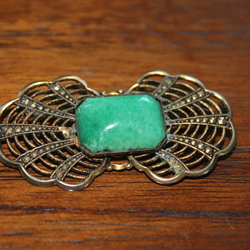 Pretty Green Brooch - Costume Jewelry